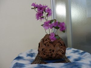伊那ワイン工房 山葡萄の花器と桜